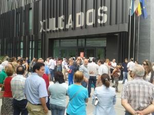 Primeras imágenes da concentración en O Barco en apoyo de los Juzgados de la localidad