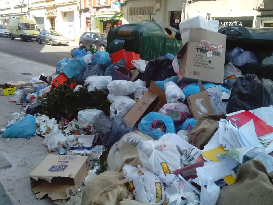 montana de basura en Lugo
