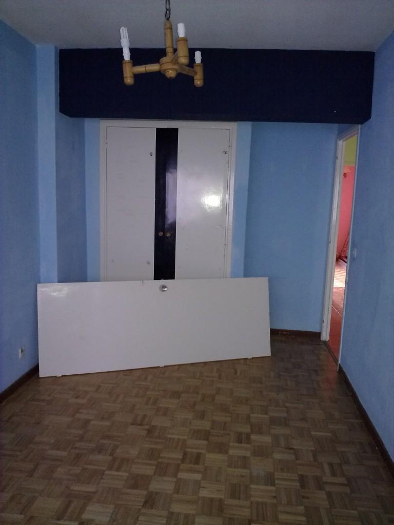 Esta imagen pertenece a la misma vivienda que las imágenes anteriores, este dormitorio formará parte del dormitorio principal una vez reformado.