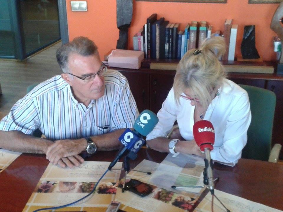 Alcalde Alfredo García y concejal de Turismo, Comercio y Promoción Económica Irene Dacal