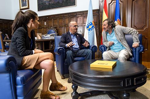 "Visita de Ignacio Vilar (Director de""A Esmorga"") e Eva Rivas a Manuel Baltar"