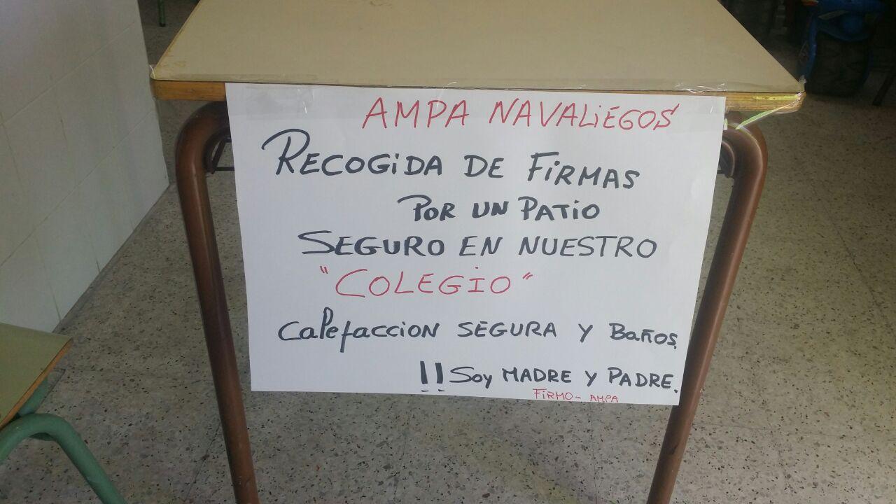 Mesa recogida firmas CEIP Navaliegos