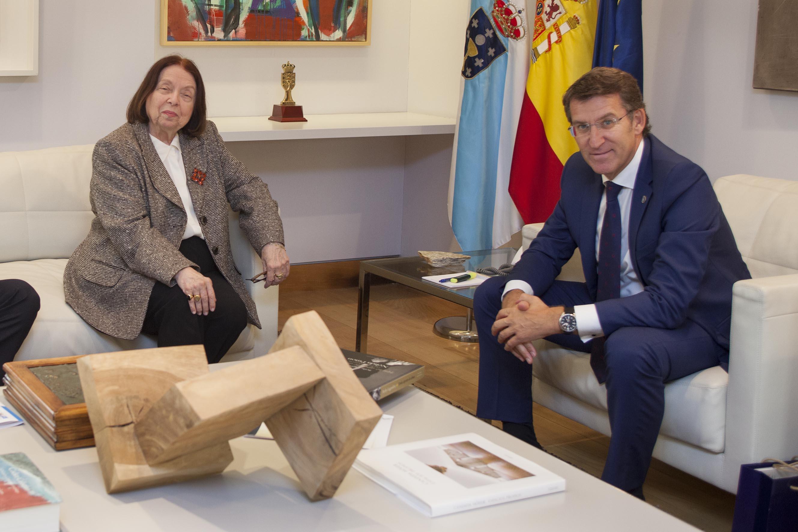 O presidente do Goberno galego, Alberto Núñez Feijóo, recibiu esta mañá, xunto ao secretario xeral de Cultura, Anxo Lorenzo, a escritrora e xornalista, Nélida Piñón  Autor: Xoán Crespo