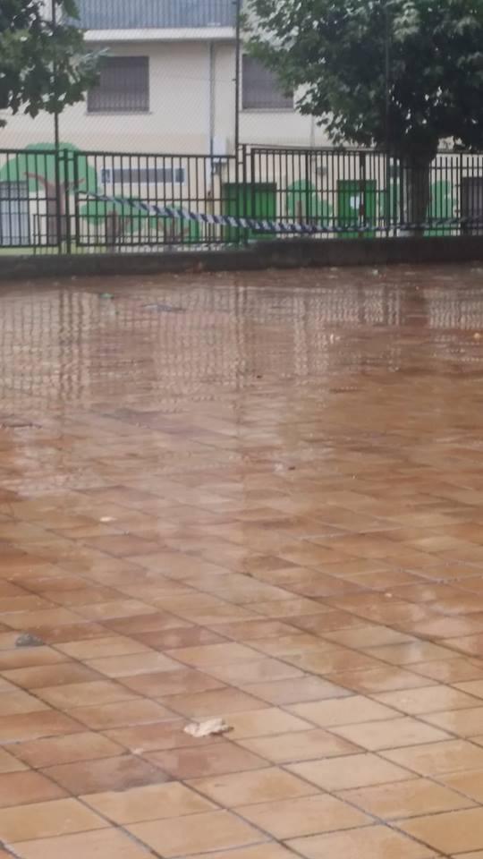 Patio exterior al centro inundado