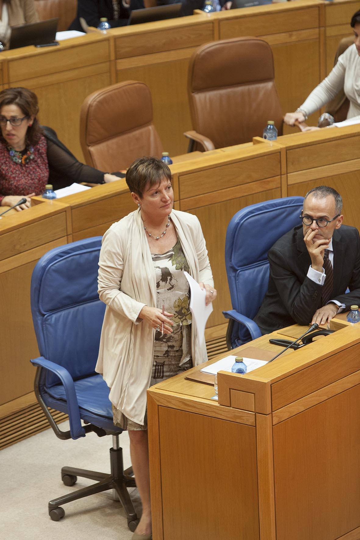 A conselleira de Sanidade, Rocío Mosquera Álvarez, informou hoxe, no Pleno do Parlamento de Galicia, das medidas postas en marcha polo seu departamento en relación ao virus do ébola.