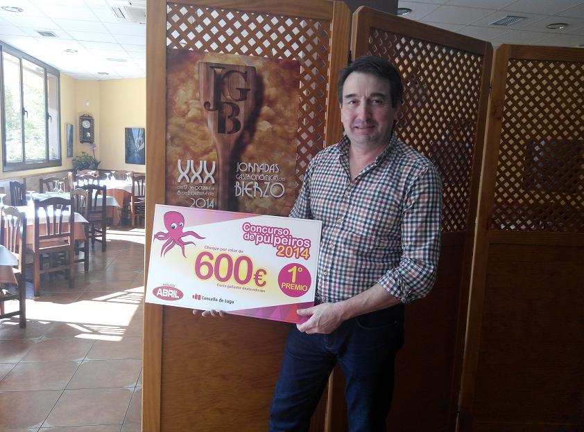 Adriano Cubelos con el Premio al mejor Pulpeiro San Froilan 2014