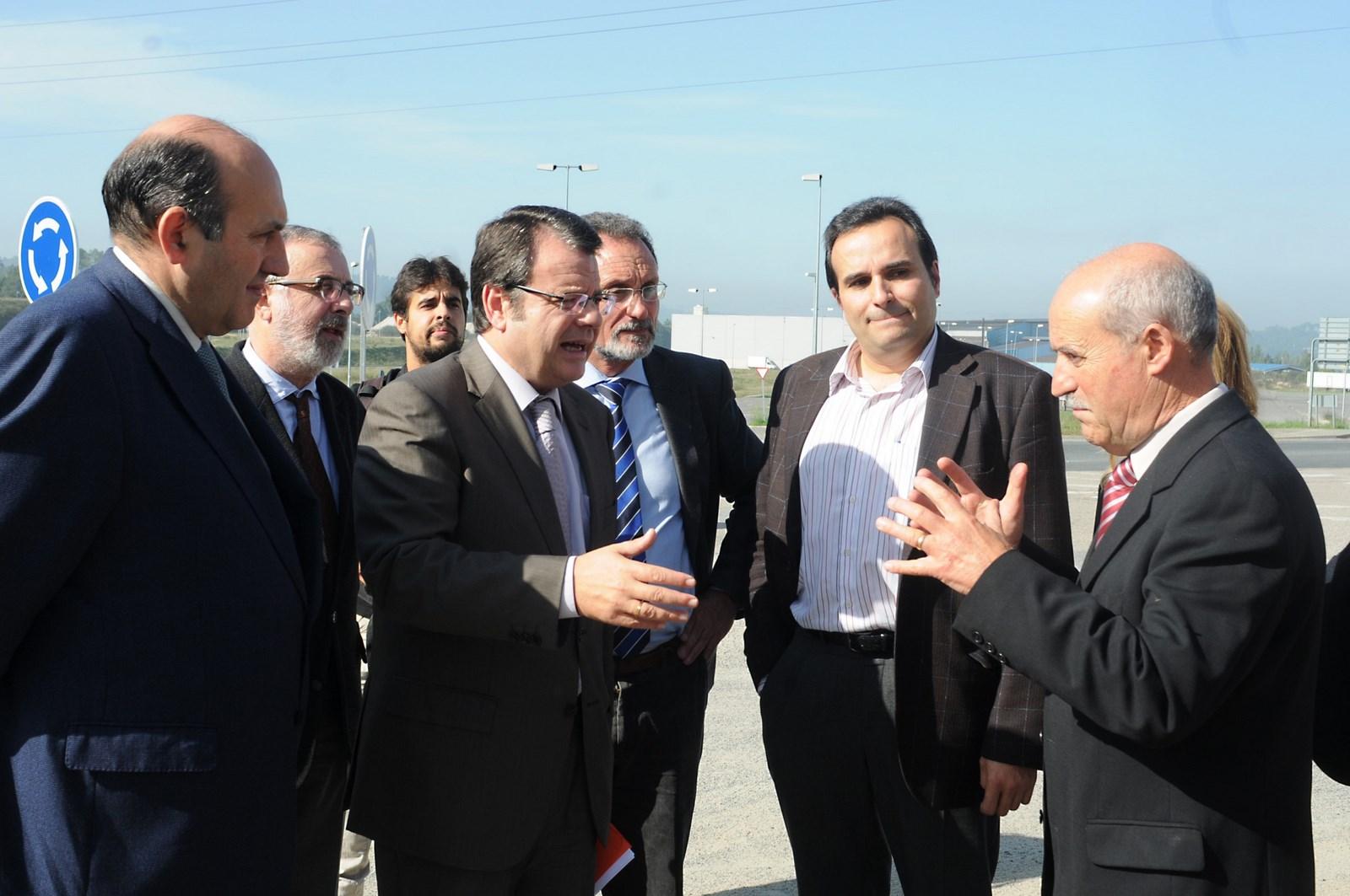 O director xeral de Enerxía e Minas, Ángel Bernardo Tahoces, durante a súa visita ao Polígono Industrial de San Cibrao das Viñas