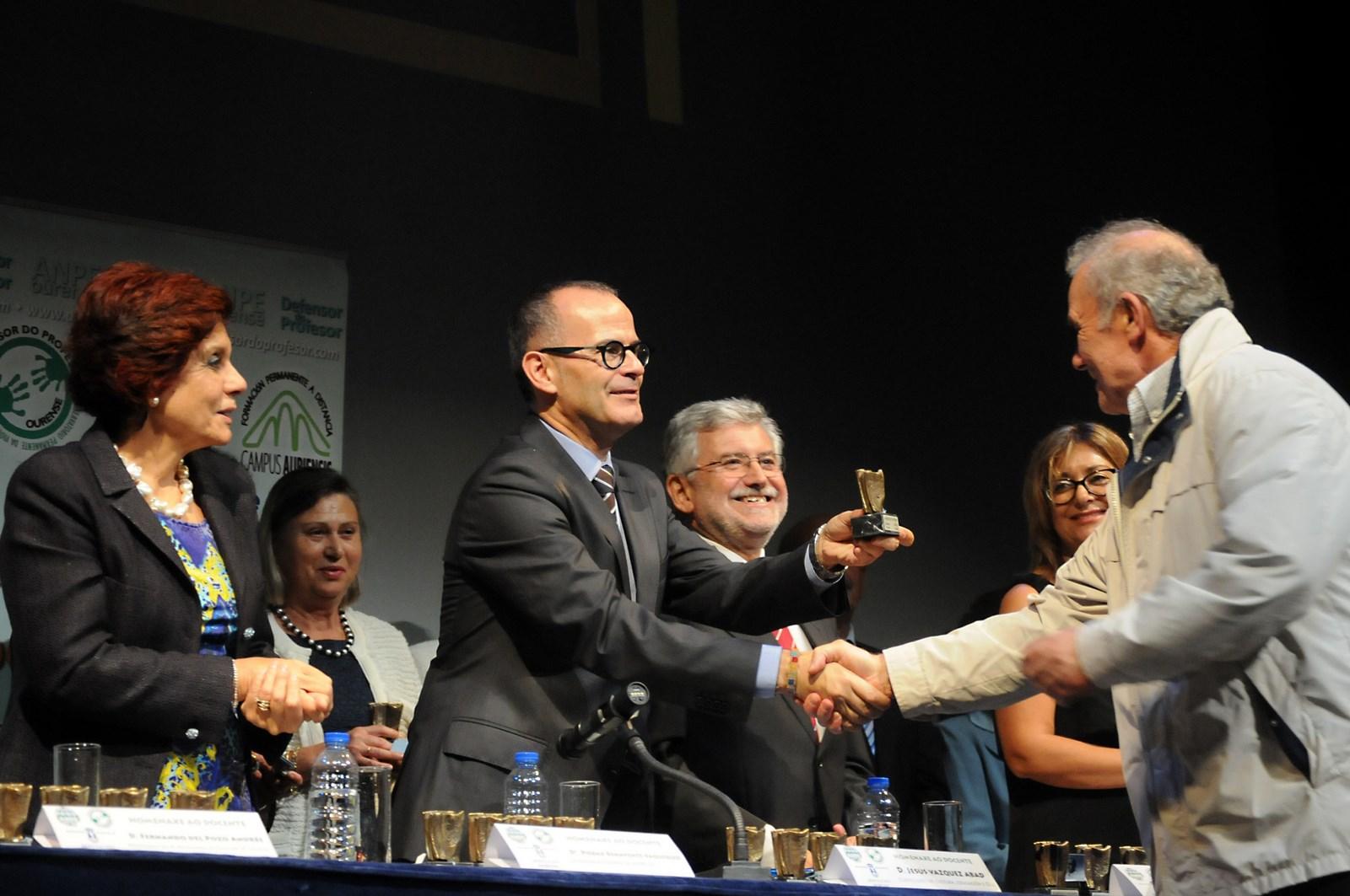 homenaxe a 41 profesores xubilados na provincia de Ourense