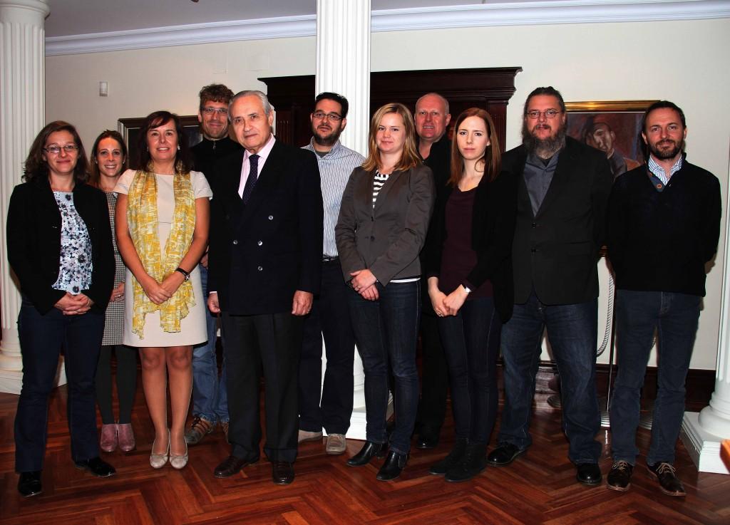 O delegado da Xunta en Madrid cos integrantes deste proxecto