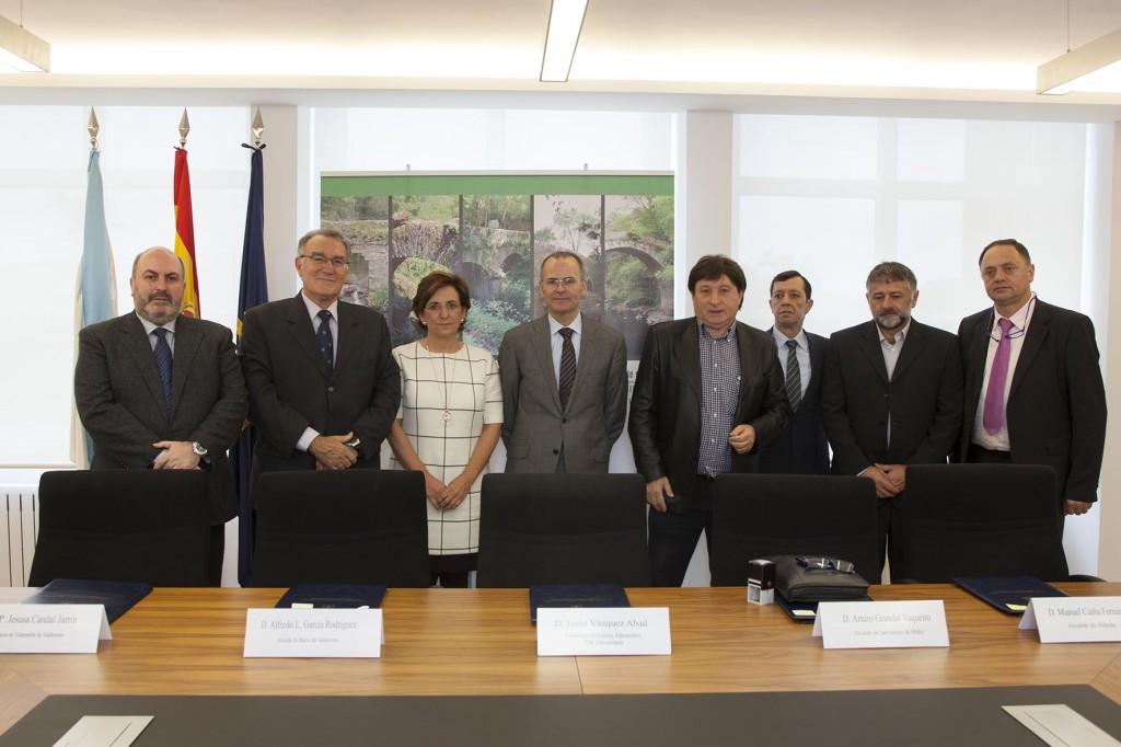 O conselleiro de Cultura, Educación e Ordenación Universitaria, Xesús Vázquez Abad, asinará convenios de colaboración con alcaldes da provincias de Ourense e Pontevedra para a reparación de cinco pontes históricas nestas provincias. Na sala de xuntas da área de Cultura.