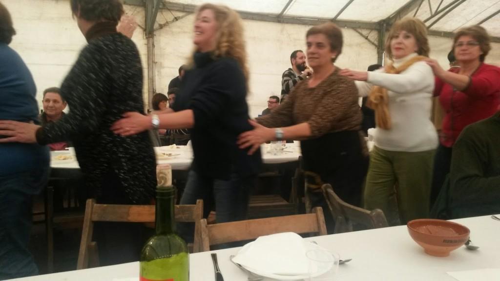 Momentos de la sesión de baile, haciendo un tren