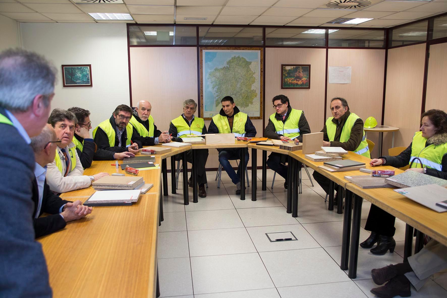 O secretario xeral do Medio Rural e Montes acompañou aos directores xerais responsables das políticas forestais das CCAA nunha visita ás instalacións da fábrica FINSA