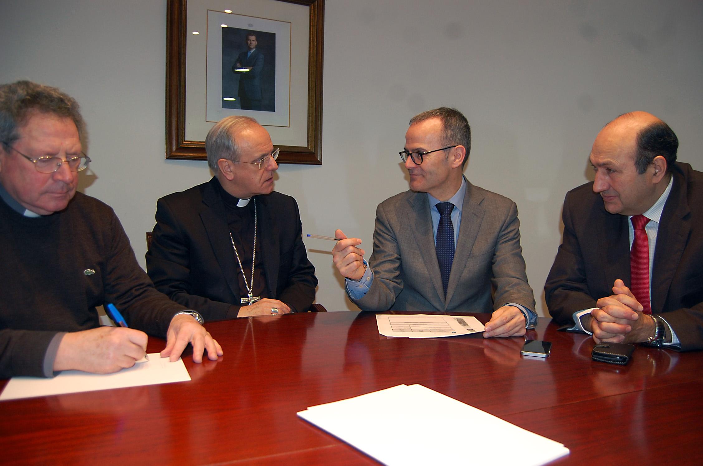 Xesús Vázquez Abad en su reunión con el obispo de Ourense
