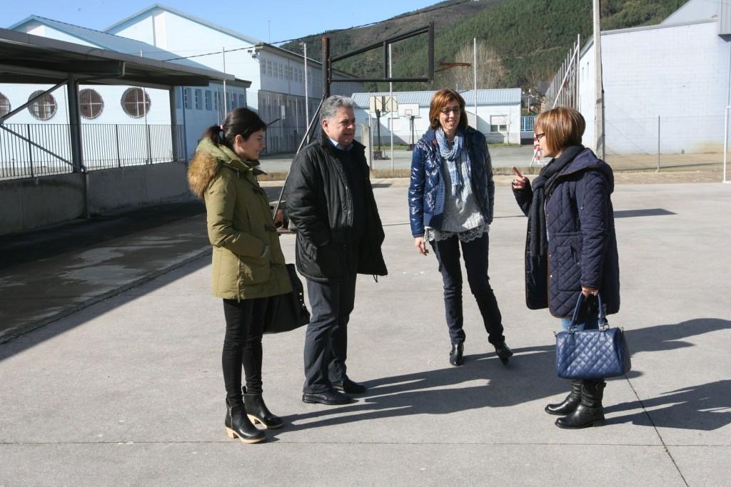 A delegada territorial da Xunta en Lugo, Raquel Arias Rodríguez, visitou o CEIP de Quiroga.