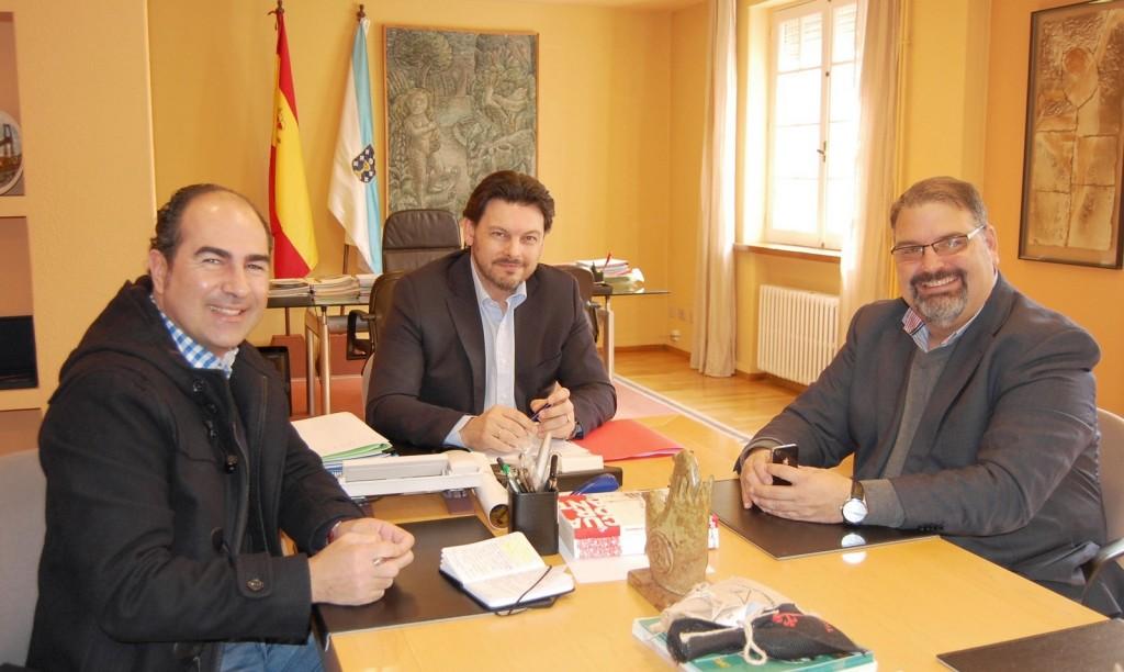 El secretario general de la Emigración, Antonio Rodríguez Miranda, recibió al presidente y secretario del Clúster del Turismo de Galicia, Francisco González López y Cesáreo Pardal