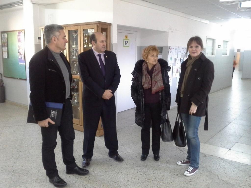 O delegado territorial da Xunta en Ourense, Rogelio Martínez, visitou esta mañá o CEIP Bibei e o IES Carlos Casares, emprazados na localidade ourensá de Viana do Bolo