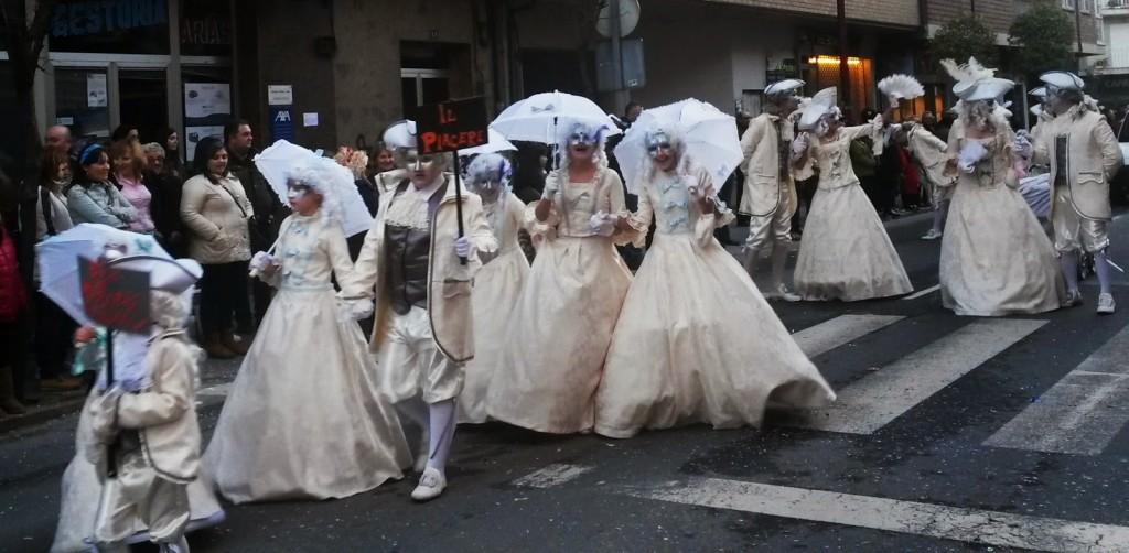 damas desfile o barco
