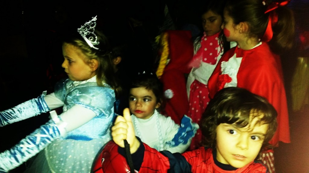 Un grupo de niños durante la fiesta de carnaval