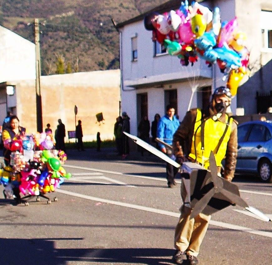 piloto y avion a rua carnaval