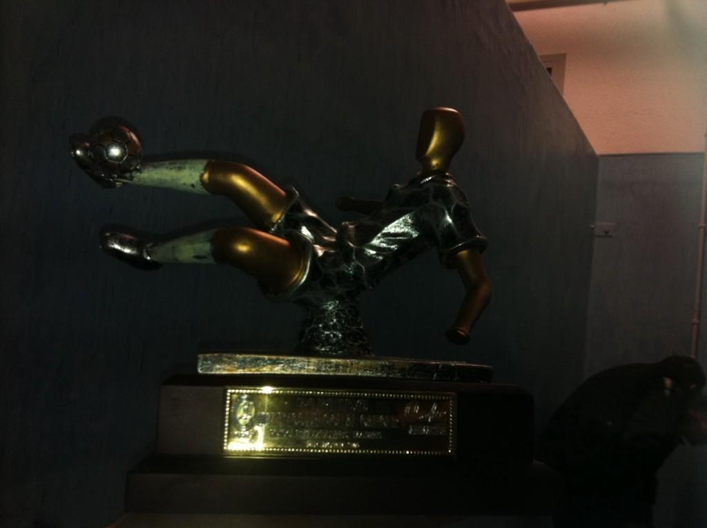 Trofeo para los ganadores, donado por la Liga de Fútbol 7 Bierzo y Coke Animación