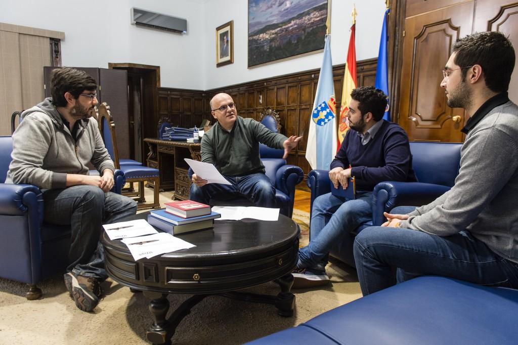 Manuel Baltar e representantes de UVigo Motorsport