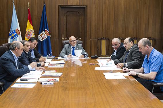 Reunión do consorcio contra incendios da comarca de Valdeorras. Asisten Manuel Baltar e o resto dos membros do consorcio.