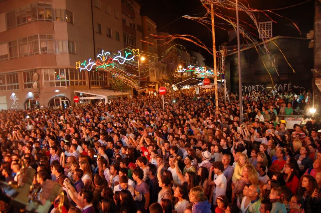 Fiestas de Verano 2014 en A Rúa durante la actuación de la orquesta París de Noida