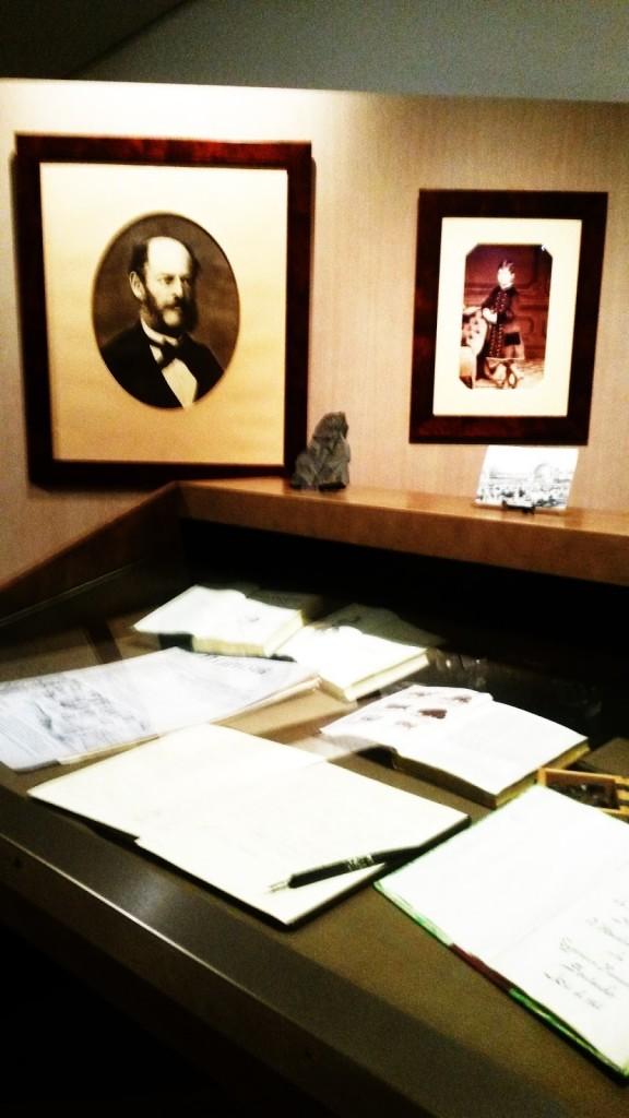 Marcelino Sanz de Sautuola descubrió la cueva de Altamira en 1879 y su imagen se muestra en el museo