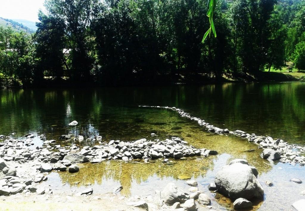 poza para bañarse en el río Sil