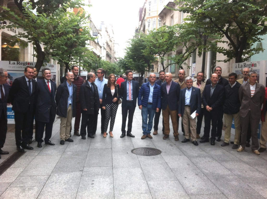 Inauguración da exposición sobre o COB, na rúa do Paseo de Ourense