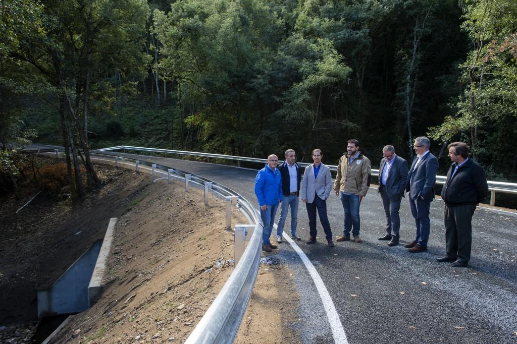 Visita as obras da ponte construida sobre o rio Arnio ó seu paso polo Concello de Os Blancos. Asisten entre outros Manuel Baltar (Presidente da Deputaión), Francisco Marín (Presidente da Confederación Hidrográfica Miño-Sil), Jose Manuel Castro (Alcal