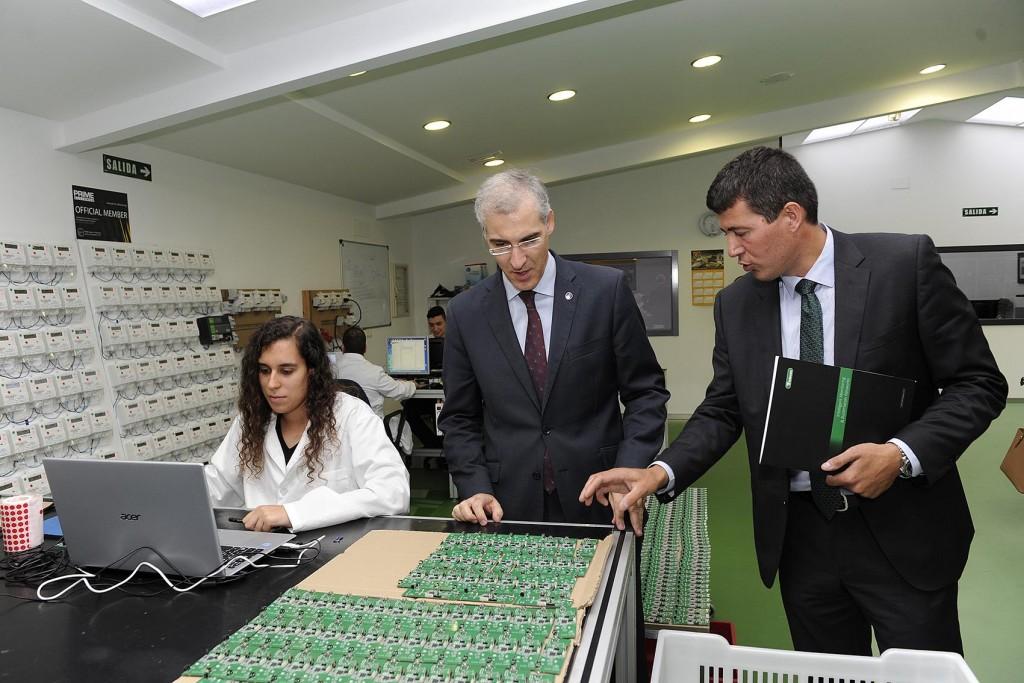 El conselleiro de Economía e Industria, Francisco Conde, visitó las instalaciones de la empresa tecnológica Telecon Galicia Foto: Moncho Fuentes / AGN