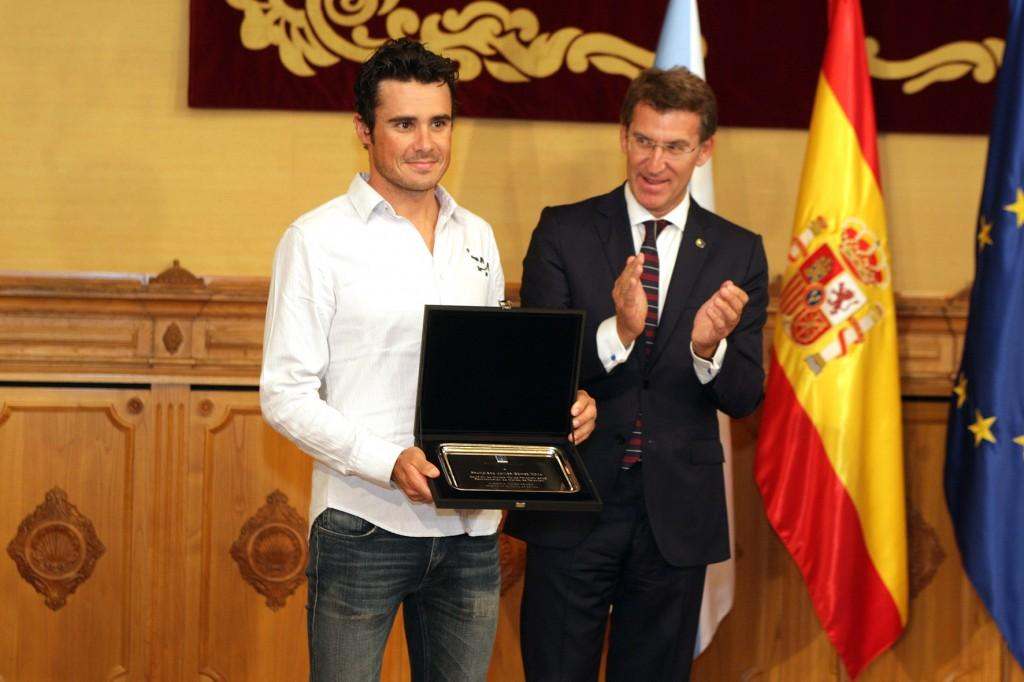 El presidente del Gobierno gallego, Alberto Núñez Feijóo, recibió ayer en el Pazo de Raxoi al atleta Javier Gómez Noya Autoría: Conchi Paz