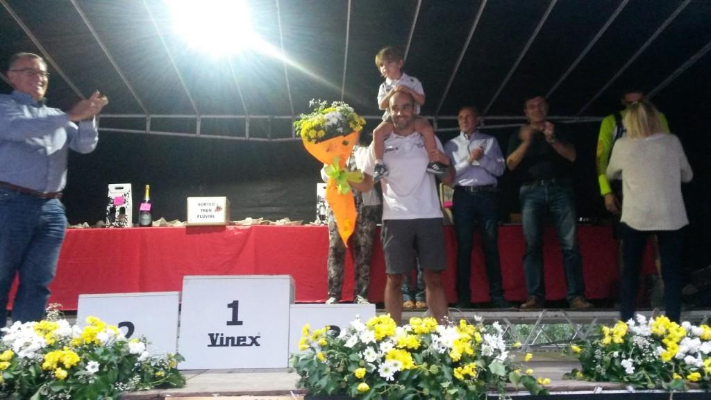 El piragüista Jesús Rodríguez León recoge su premio