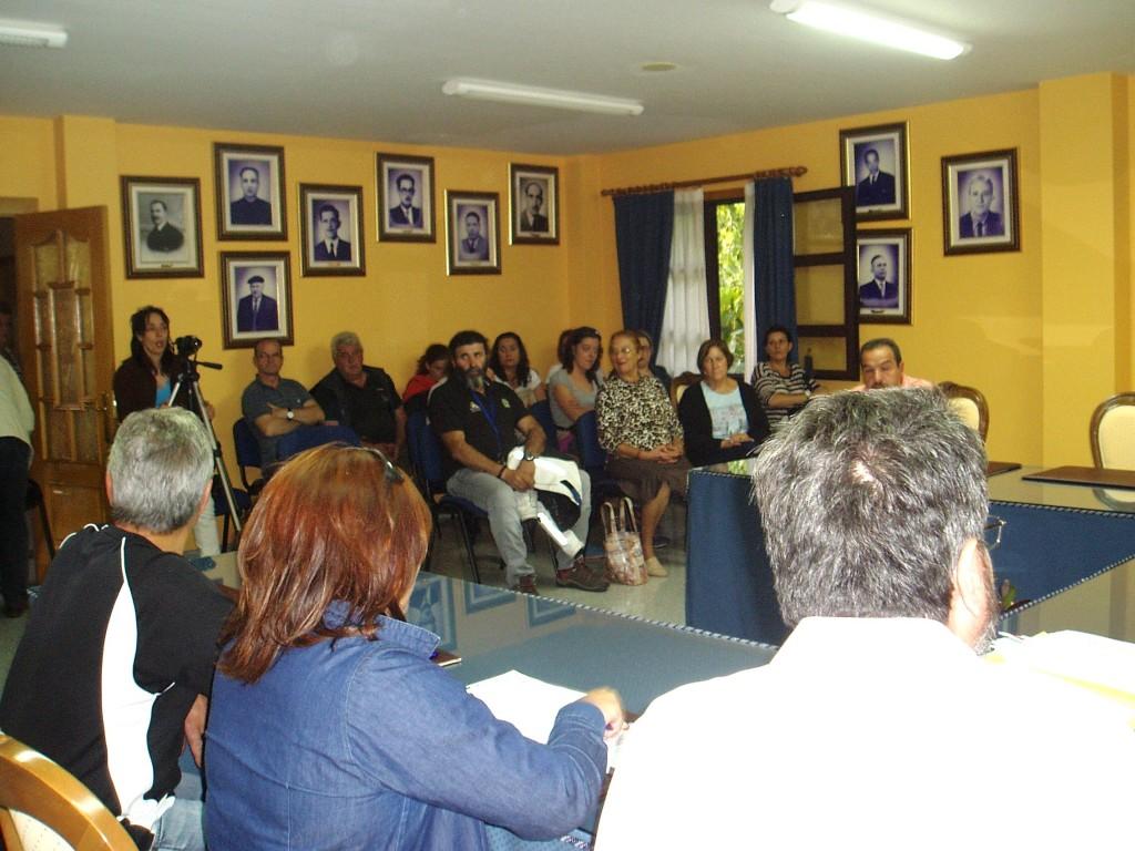 Público asistente al pleno de Vilamartin