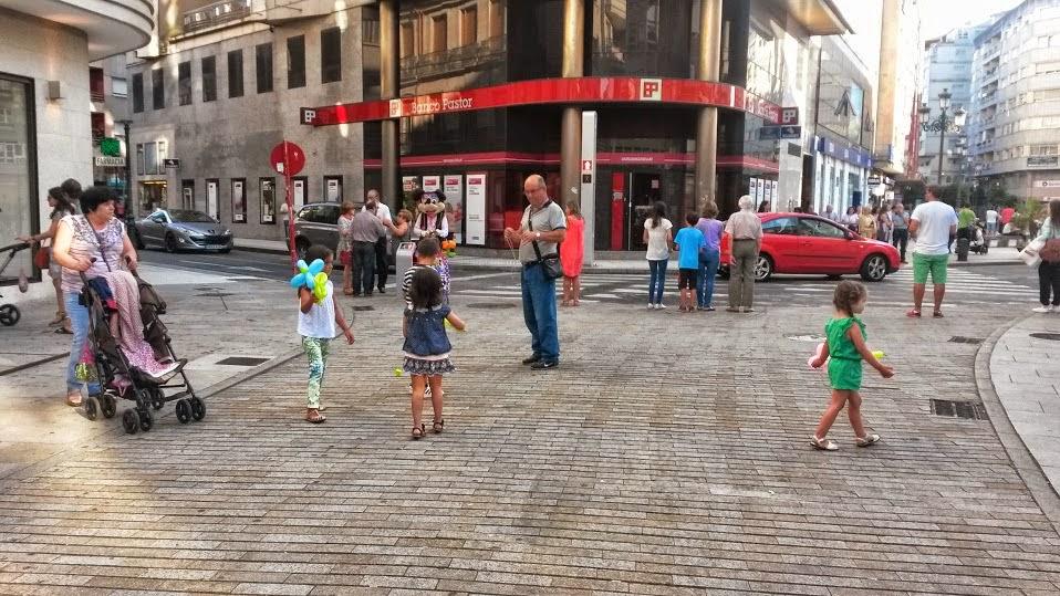 Plaza céntrica de Vilagarcía de Arousa llena de vida
