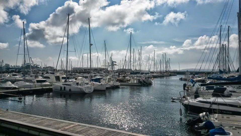 Barcos amarrados en el puerto de Vilagarcía