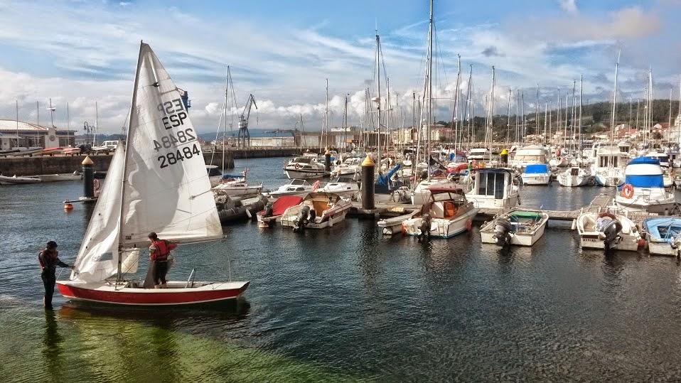 Puerto de Vilagarcía donde va a salir un velero