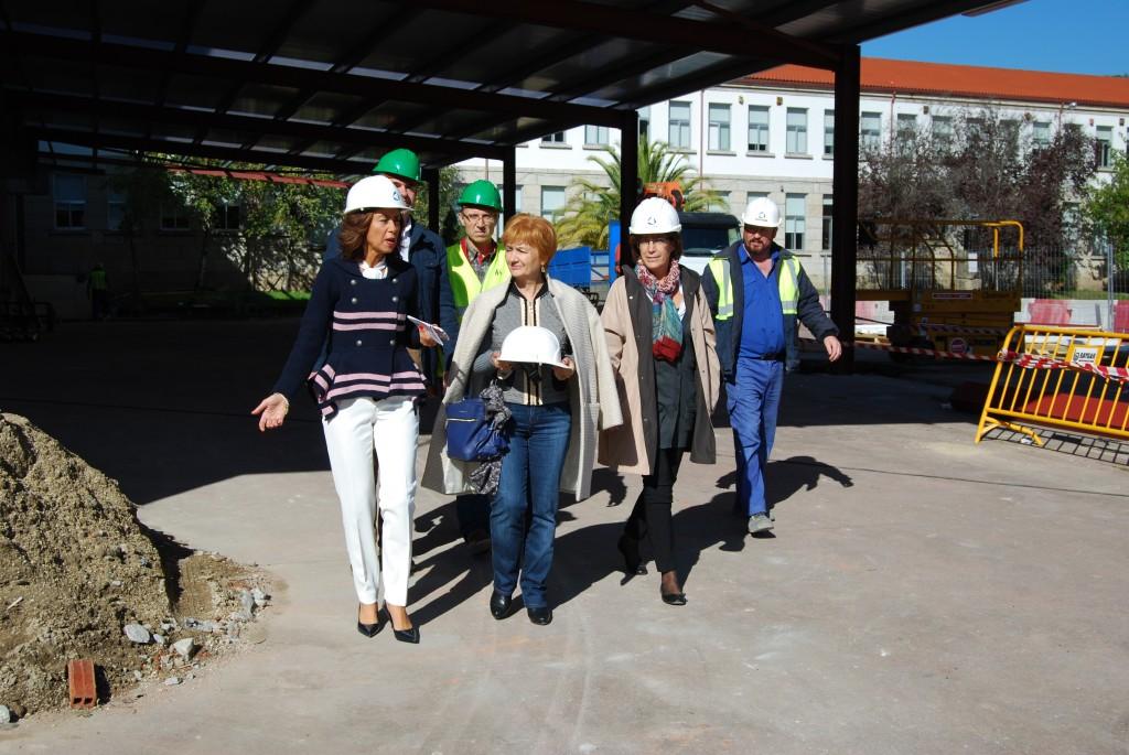 """A delegada territorial da Xunta en Ourense, Marisol Díaz Mouteira, visitando as obras no IES """"O Ribeiro"""""""