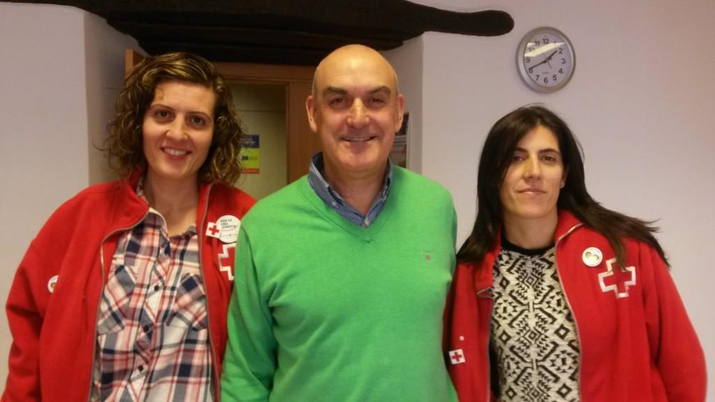 Cristina Fernández Álvarez, coordinadora, Mino Alonso Alejandre, presidente de Cruz Roja Valdeorras y Lucía Fernández Rodríguez (monitora)