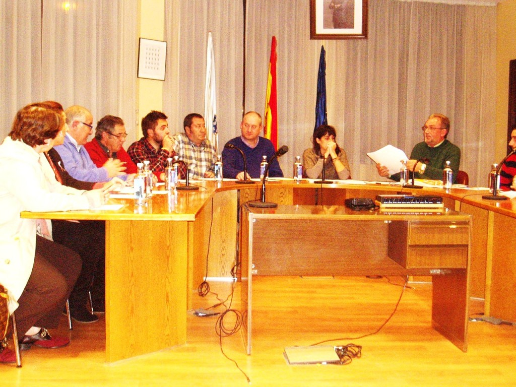Debate entre PP y concejal urbanismo de A Rúa