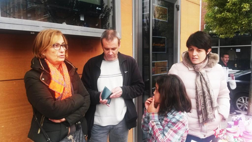 Elvira Nogueira, a la izquierda