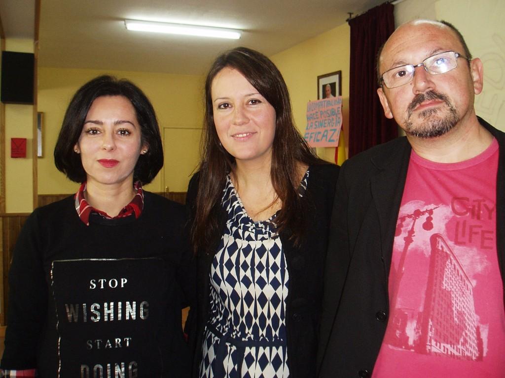 Marta González (abogada), Margarita Camba (psicóloga)  y Oscar López (educador)