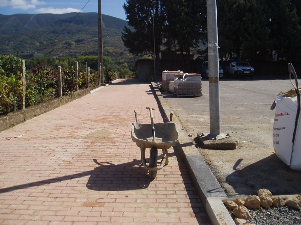 Nuevo adoquín en Petín Calle del Cementerio