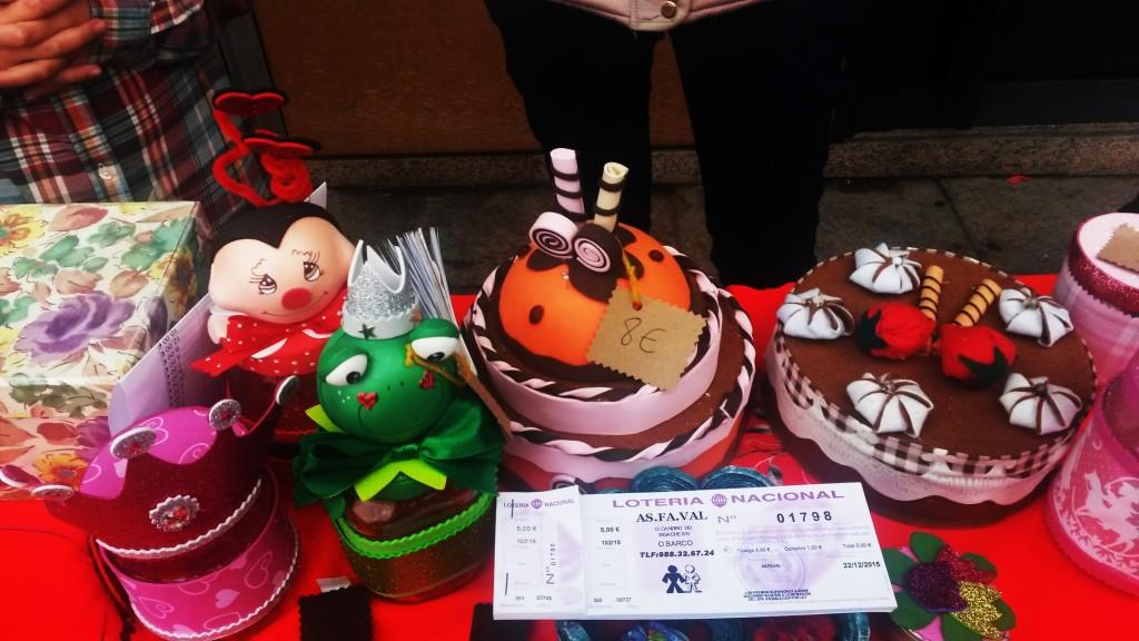 Objetos a la venta de Asfaval y la lotería de Navidad del colectivo