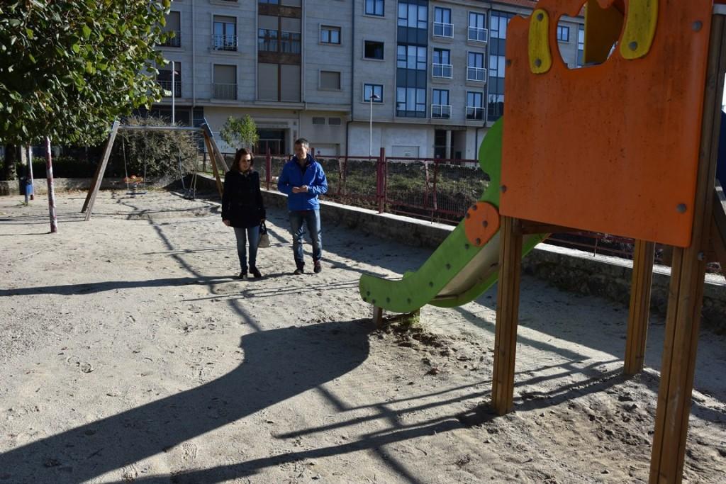 Pablo Pérez e Teresa Cerdeira no parque infantil