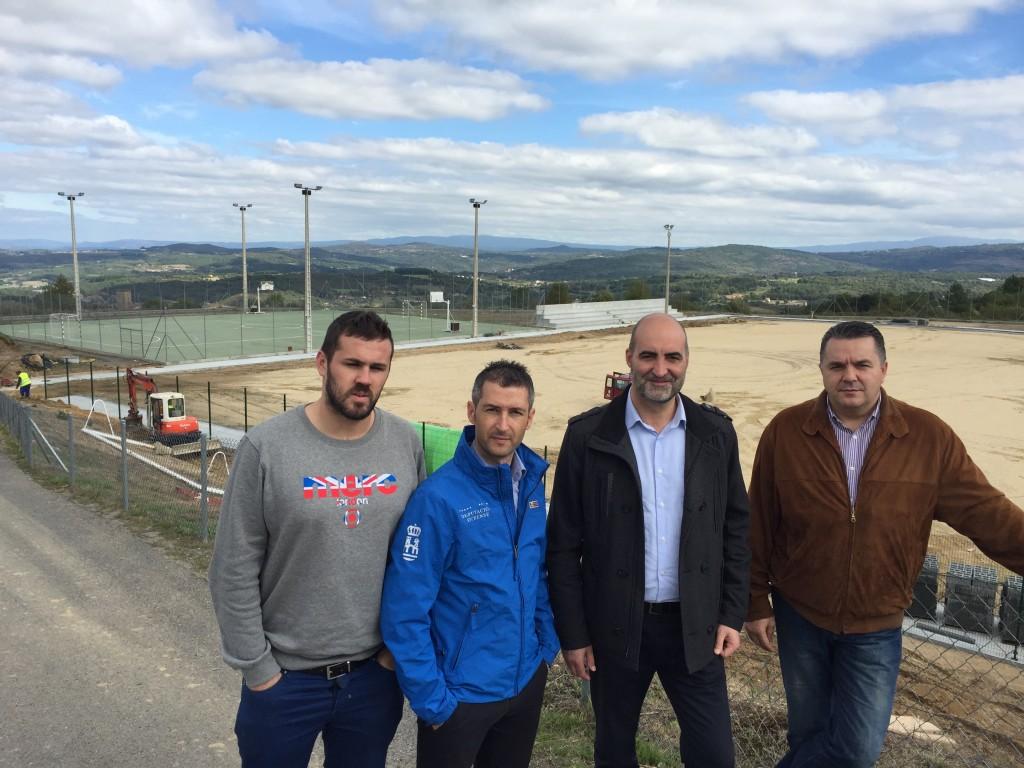 Pablo Pérez visita as obras de construcción do novo campo celanovés