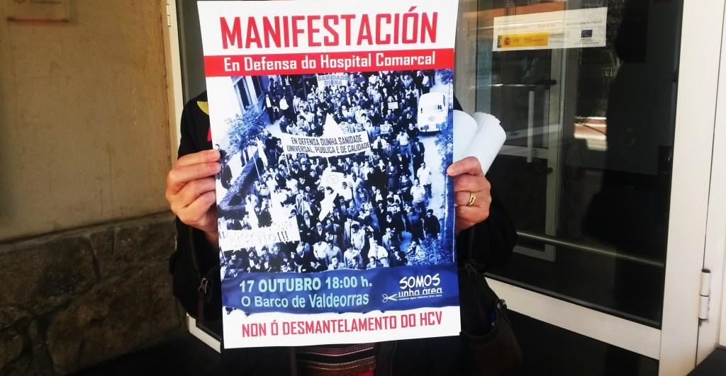 Pegada de carteles ayer para la manifestacion en O Barco