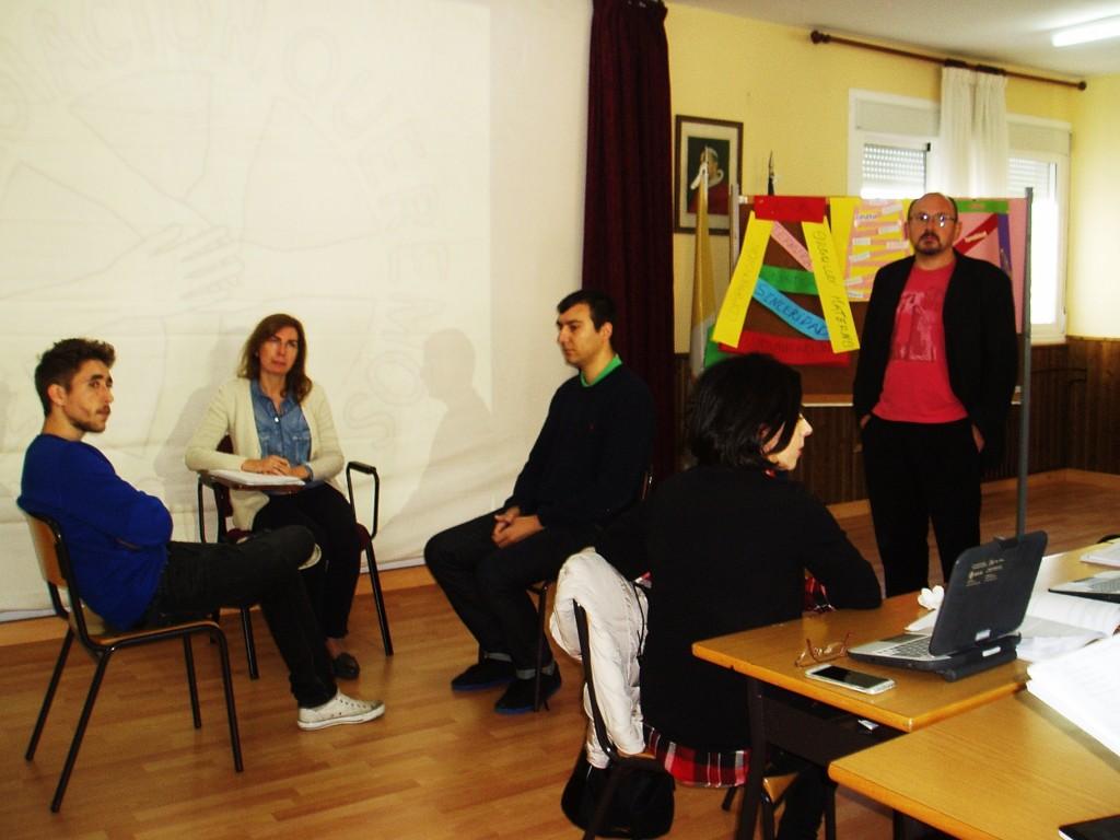 Puesta en escena de una mediación comunitaria por Alvaro Vilasánchez, Gloria Álvarez y Roberto Alvarez