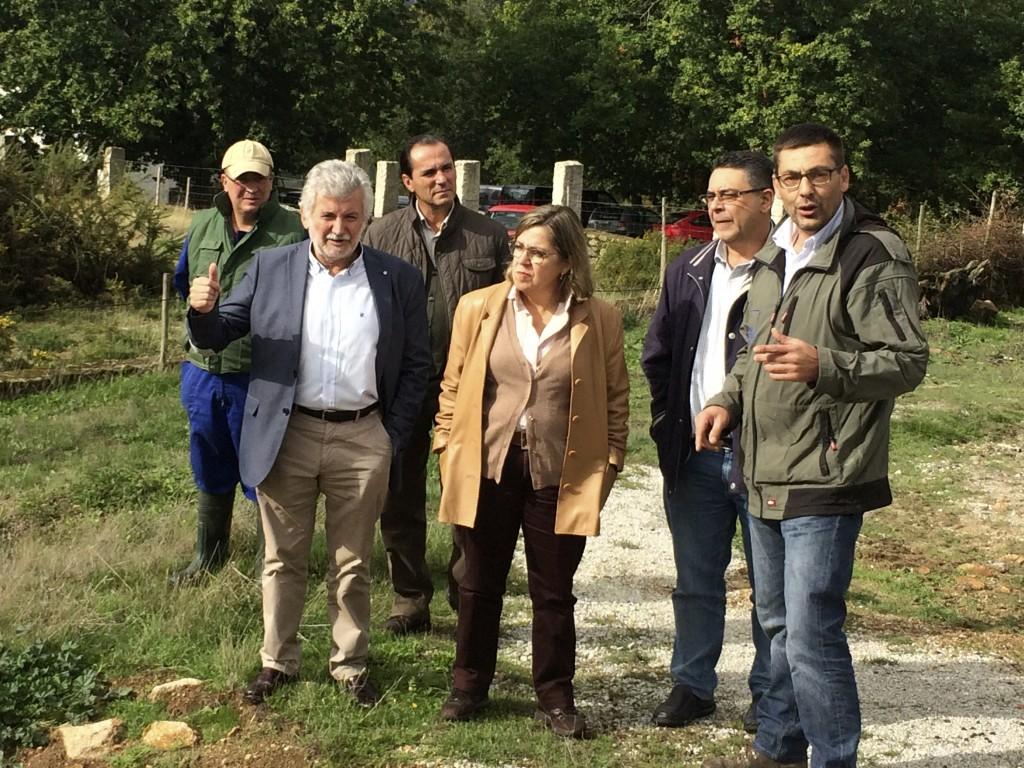 Rosendo Fernández, Patricia Ulloa e Jorge Mourelo visitan a Granxa de Armariz